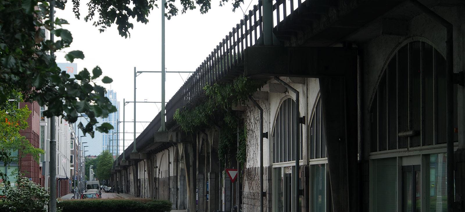 Het Hofpleinviaduct in Rotterdam. Foto: Arjan den Boer