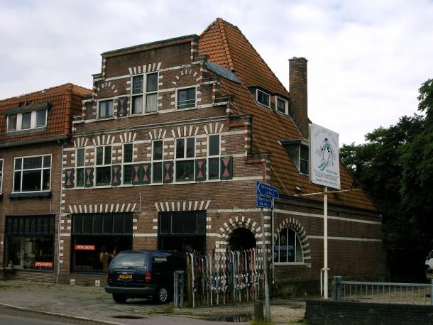 Ook de Bilthovense villa kakelbont waar Sofia Opfer jaren antikraak gewoond heeft is met de grond gelijk gemaakt