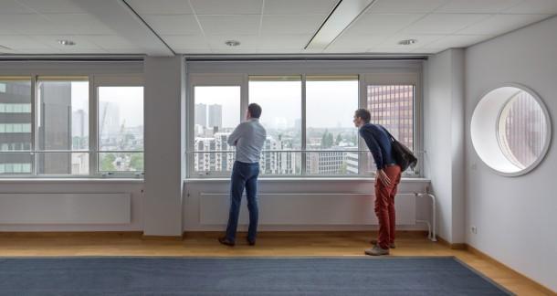 Een kantoorverdieping van het Erasmushuis. foto: Ossip van Duivenbode
