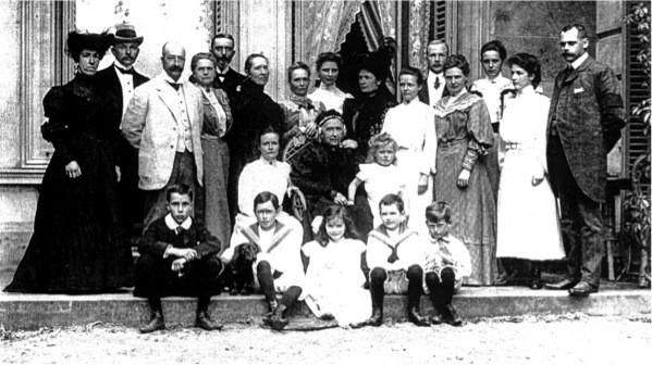 Familie Kneppelhout op veranda