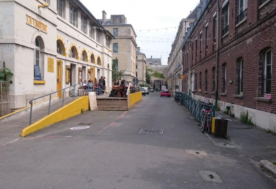 St. Vincent De Paul, Parijs. Tijdelijk gebruik van de wasserij als kantine.