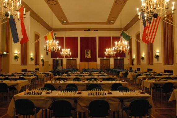 Schaakwedstrijd in het Officierscasino. Bron: Soester Courant, 9 Oktober 2015